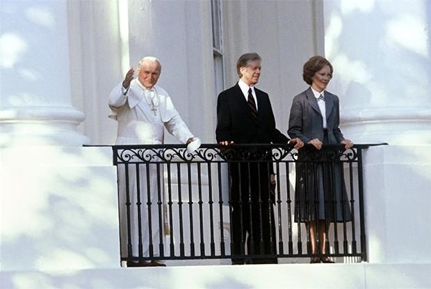 Иоанн Павел II с президентом США Джимми Картером и первой леди Розалин Картер во время визита понтифика в Америку. Октябрь 1979 года.