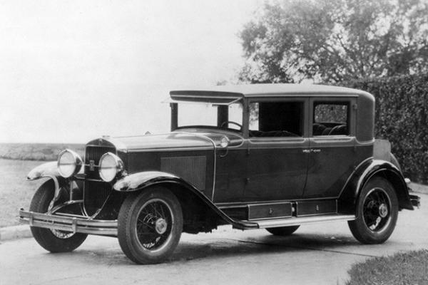 Cadillac Town Sedan 1928 года. Этим автомобилем пользовались 32-й президент США Франклин Рузвельт, известный религиозный деятель Джозеф Рутерфорд, а также знаменитый гангстер Аль Капоне.