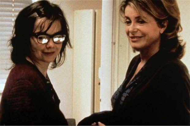 В 2000 году Катрин Денёв вместе с известной артисткой Бьорк сыграла в трагикомедии Ларса фон Триера «Танцующая в темноте», ставшей последней картиной трилогии, начавшейся с «Рассекая волны» и «Идиотов». Картина получила две награды Каннского кинофестиваля
