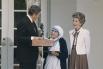 За свою жизнь Мать Тереза была удостоена ряда престижных наград, среди которых индийский орден «Госпожа лотоса» (1963), награда Папы Римского Иоанна XXIII за мир (1971), Нобелевская премия мира «За деятельность в помощь страждущему человеку» (1979).