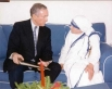 Деятельность «Сестёр Миссионерки Любви» была направлена на создание школ и больниц для тяжелобольных и не имущих детей, независимо от национальности и вероисповедания. На фото: Мать Тереза с сенатором США Оррином Хэтчем.