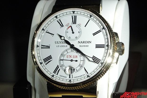 У этого хронометра с классическим дизайном самое главное скрыто внутри – это первые в мире часы с базовым калибром UN-118, вместившие кремниевый спуск со спиралью, которые помогают достигнуть высочайшей точности показаний и не требуют смазки.