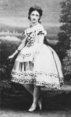 Марфа Муравьева в Санкт-Петербургское театральное училище поступила уже в возрасте шести лет, где занималась там в том числе в классе Мариуса Петипа. Уже в возрасте десяти лет Муравьева танцевала партию амура в балете Перро «Мечта художника».