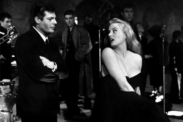 Картина «Сладкая жизнь» признана одним из величайших достижений не только самого Феллини, но и всего европейского кинематографа. Фильм был очень благосклонно принят публикой и критиками, чему в том числе поспособствовала музыка Нино Роты.