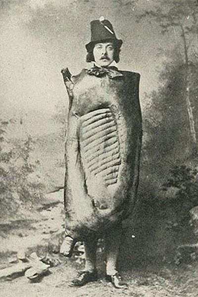 Порой костюмы символизировали еду, например, бекон...