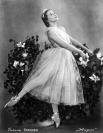 Галина Уланова была принята в Ленинградское хореографическое училище уже в девять лет. Её преподавателями были её мать Мария Романова и знаменитая Агриппина Ваганова.