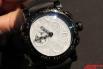 Главное особенность этих часов – необычное покрытие циферблата, верхний слой которого усеян настоящей лунной пылью.