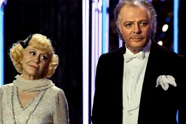 В 1985 году Феллини снял романтичную комедию «Джинджер и Фред», главные роли в котором исполнили Марчелло Мастроянни и Джульетта Мазина. Фильм был очень тепло принят в Италии, где собрал множество премий, включая четыре награды «Давид ди Донателло» и четыре премии  Итальянского национального синдиката киножурналистов («Серебряная лента»)