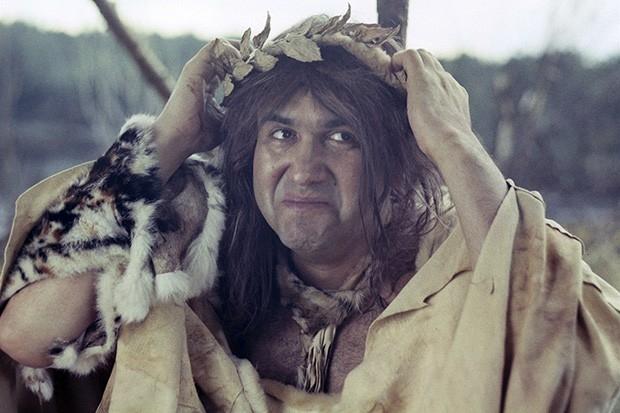 Двумя годами позже на экраны вышел комедийный детектив «Две стрелы. Детектив каменного века», действие которого происходит в каменном веке. Сюжет фильма основан на пьесе Александра Володина «Две стрелы», а главные роли исполнили Армен Джигарханян, Алексан