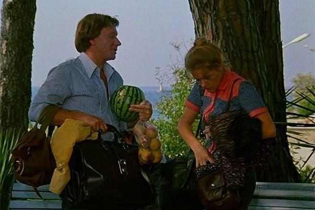 В начале 80-х на экраны вышла романтическая комедия «Будьте моим мужем», снятая по сценарию Эдуарда Акопова с Андреем Мироновым и Еленой Прокловой в главных ролях. В советском прокате фильм посмотрели более 30 млн зрителей, а в 90-е годы он стал одним из