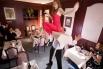 Рекорд скорости по переносу стола с грузом ртом на десять метров принадлежит жителю Люксембурга – Жорж Кристен перетащил стол с сидящей на нем девушкой за 6,57 секунды.