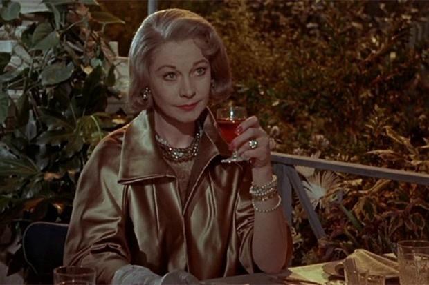 В конце 50-х Вивьен Ли играла только в театре, и её кинокарьера прервалась на шесть лет. Возвращение Ли в кино состоялось в 1961-м, год спустя после развода с Лоуренсом Оливье. Ли сыграла главную роль в драме «Римская весна миссис Стоун» - ещё одной карти