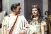 В начале 40-х театральная карьера Вивьен Ли и Лоуренс Оливье была на подъёме, в результате чего активность пары в кино несколько снизилась. В 1945 году Вивьен Ли сыграла Клеопатру в фильме Габриэля Паскаля по пьесе Бернарда Шоу «Цезарь и Клеопатра». Карти