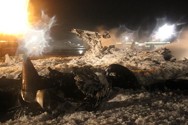 Около часа дня понедельника появились сообщения о том, что спасатели обнаружили оба «чёрных ящика» самолёта.