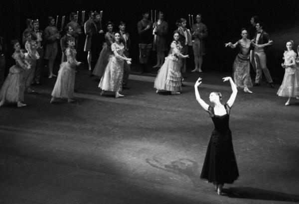 В семидесятых годах Майя Плисецкая впервые попробовала себя в качестве балетмейстера, поставив в Большом театре балет «Анна Каренина» на музыку Родиона Щедрина. Главную партию прима исполнила сама.