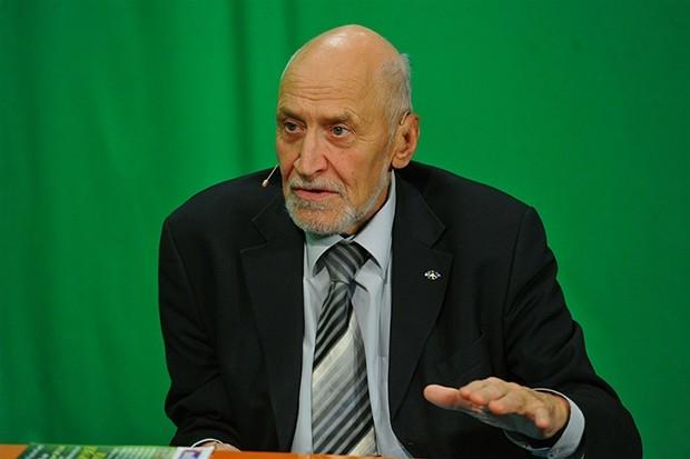 Николай Дроздов известен тем, что с 1977 года является бессменным ведущим программы «В мире животных», а также ряда других передач о дикой природе. Дроздов является избранным членом Академии российского телевидения, лауреатом ордена «За заслуги перед Отечеством».