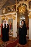 Патриарх Московский и всея Руси Кирилл с Патриархом Иерусалимским Феофилом III в здании Священного Синода Русской православной церкви, 2013 год.