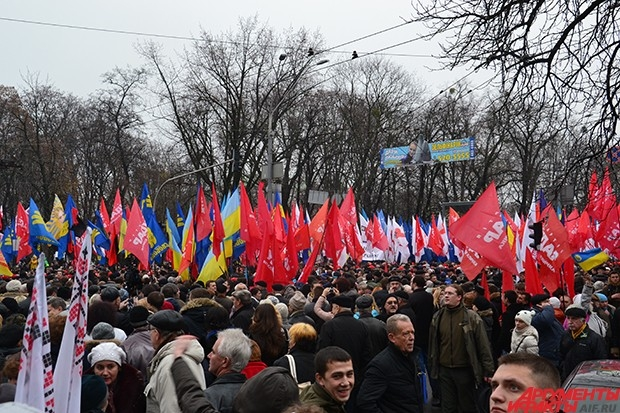 Организованные колонны собрались возле Национального университета им. Т.Г. Шевченко