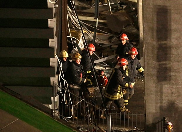 Работы по спасению пострадавших под завалами продолжаются.