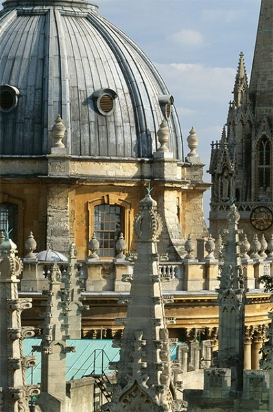 Пятёрку старейших вузов планеты замыкает Оксфордский университет, включающий в себя 38 колледжей и шесть общежитий – закрытых учебных заведений, не имеющих статуса колледжа. Обучение в Оксфорде началось ещё в 1096 году, в то время как точное время образов
