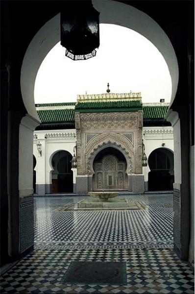 Старейшим действующим учебным заведением в мире является университет Аль-Карауин в городе Фес, Марокко. Он был основан в 859 году и теперь является одним из духовных и образовательных центров исламского мира. Любопытно, что старинные арабские учебные заве