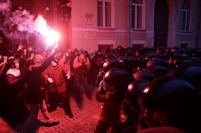Тем не менее, депутат Верховной Рады Олег Тягнибок заявил о том, что на Украине началась революция.