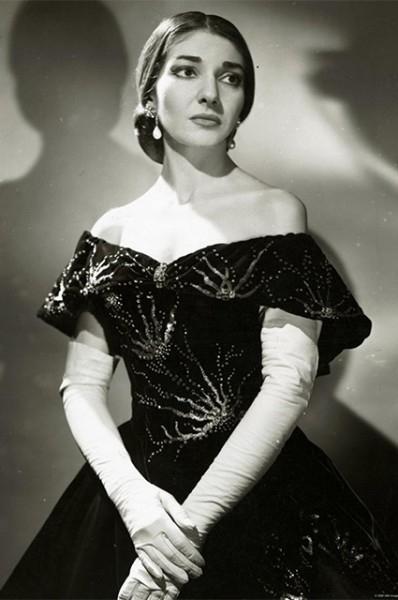 К 1959 году карьера Марии Каллас начинает рушится. Она теряет голос, разрывает отношения с «Метрополитен Опера», а в связи с регулярными скандальными публикациями в СМИ она вынуждена покинуть и «Ла Скала». Кроме того, певица впала в депрессию.