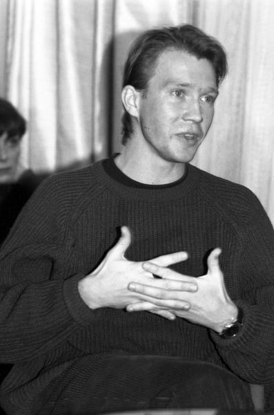 1992 год – 26-летний Евгений Миронов выступает в Анапе на фестивале «Созвездие».