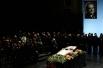 В зале собрались коллеги, друзья и близкие Юрия Васильевича.
