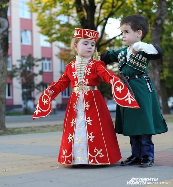 Картинки с национальными костюмами адыгов