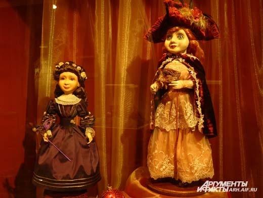 Куколки ручной работы тоже готовы к карнавалу.