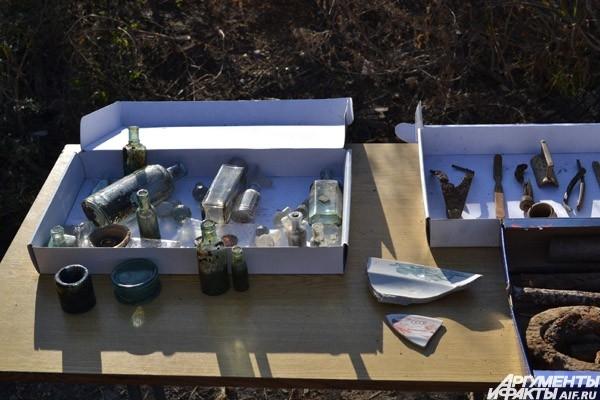 Медицинские склянки и другие предметы
