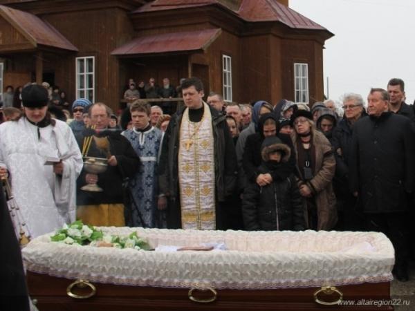 Литургию отслужил епископ барнаульский и алтайский Максим