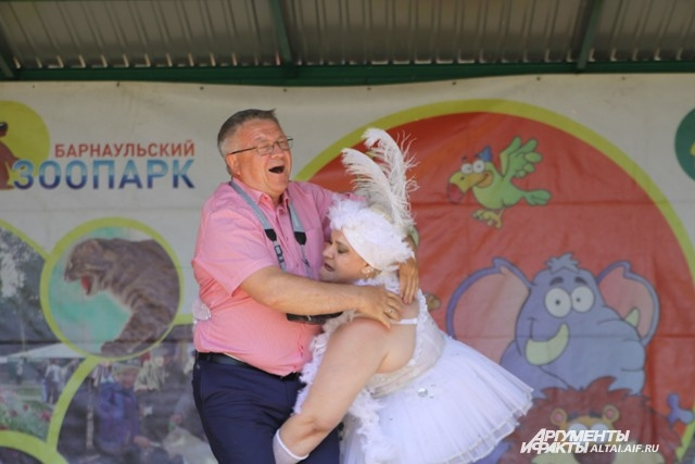 Директор парка Сергей Писарев не остался в стороне