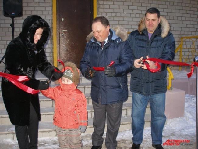 Красную ленточку перерезал глава Владивостока Игорь Пушкарев