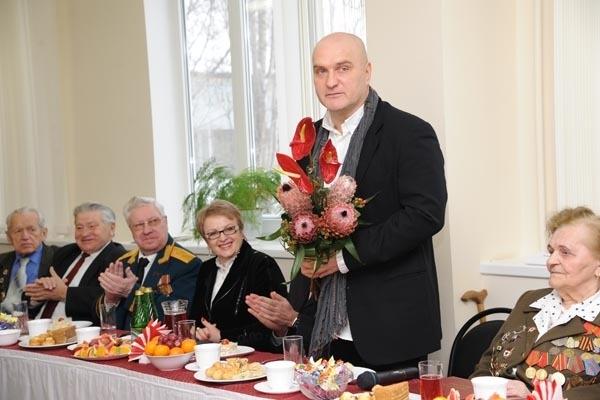 Поздравить ветеранов в Волгоград приехал актер Александр Балуев
