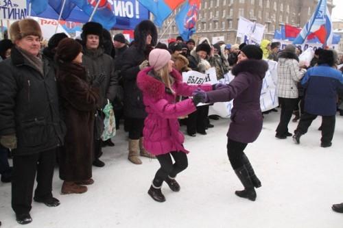 Чтобы согреться на морозе, митингующие пускались в пляс