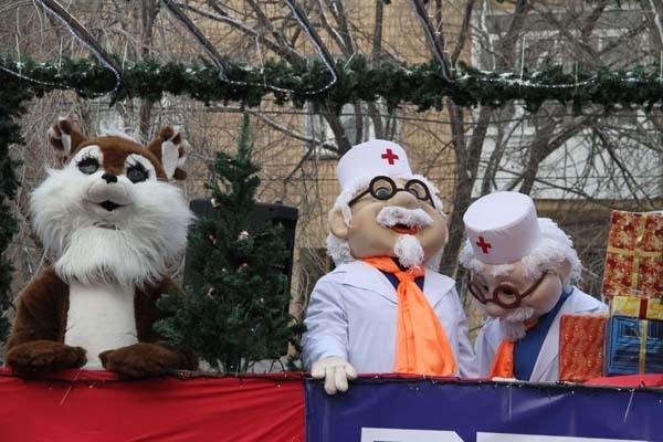 В параде приняли участие сказочные персонажи