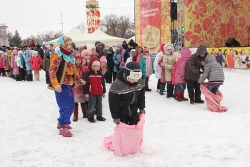 В Прощеное воскресенье в Волгограде проводили Масленицу