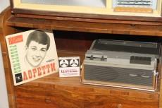 В каждом доме пластинки и катушечные кассеты
