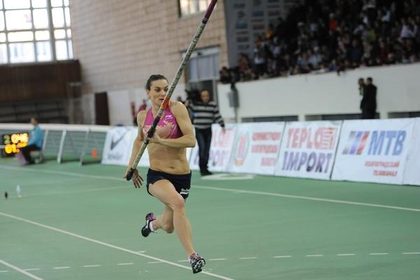 Елена Исинбаева взяла высоту 4,7м