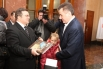 Губернатору подарили книгу о Волгограде