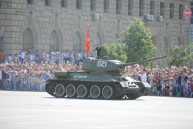 В параде приняли участие 16 единиц тяжелой техники