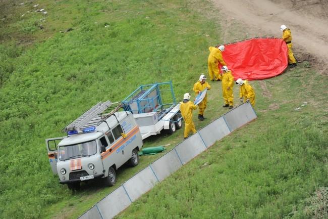 Спасатели готовятся ликвидировать разлив нефти