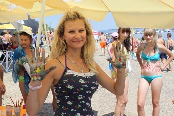 Фестиваль красок на пляже Волгограда