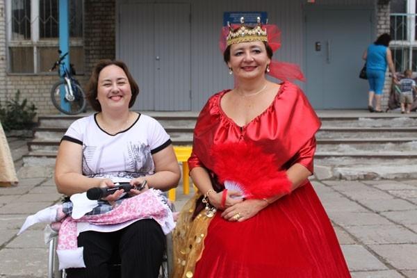 Организатор фестиваля Светлана Селезнева и королева Анна Степнова