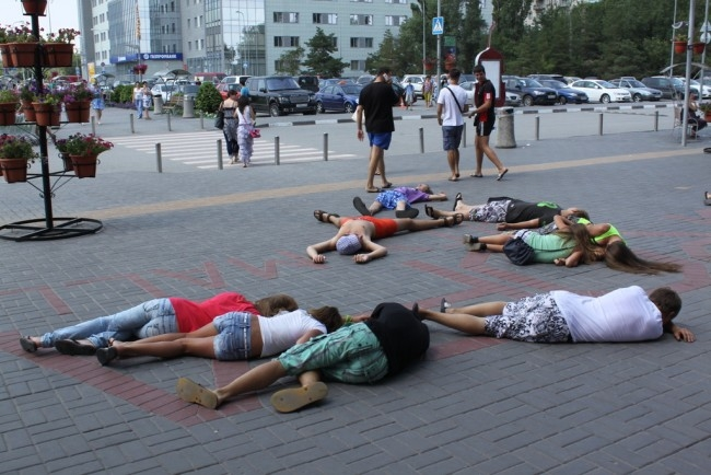 Флеш-моб «Внезапная смерть» в Волгограде