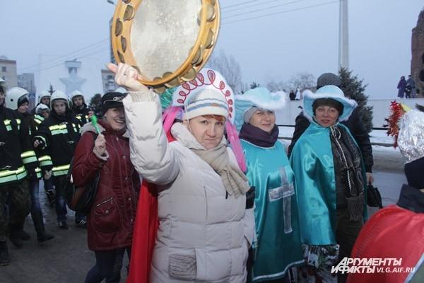 Парад Дедов Морозов сопровождался огненным представлением