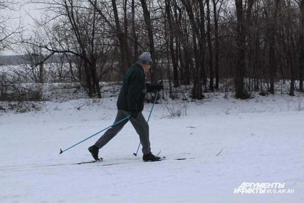8 января начавшийся снегопад радовал глаз отдыхающих горожан. Но уже на следующий день волгоградцы отправились на работу. Тысячи человек попали утром в пробки.