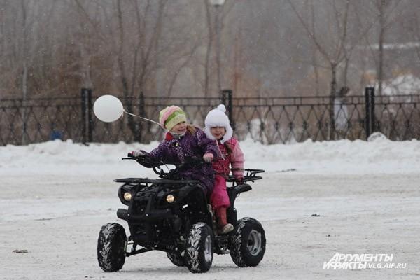 Клуб автомобильного спорта «Трофи-34» открыл сезон I этапом Чемпионата Волгоградской области по трофи-рейдам 2013 года «В Поисках Деда Мороза». Торжественное открытие сезона прошло на второй парковочной площадке ТРК «Парк Хаус».